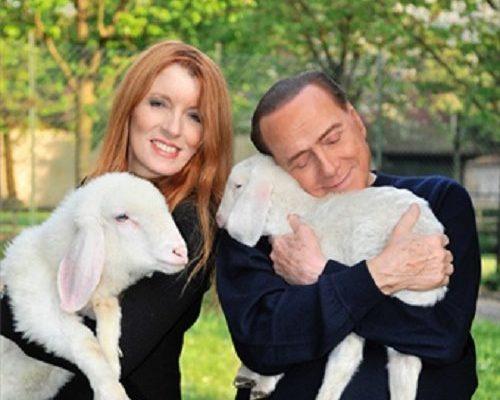 Michela Vittoria Brambilla e Silvio Berlusconi, a seguito del salvataggio di 5 agnelli dal macello
